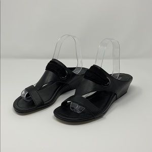 Donald Pliner black leather slides